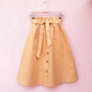 Dresses & Skirts - High waisted mid knee skirt